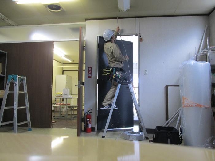 白十字(HAKUJUJI)福山蔵王店 LED誘導灯設備増設工事